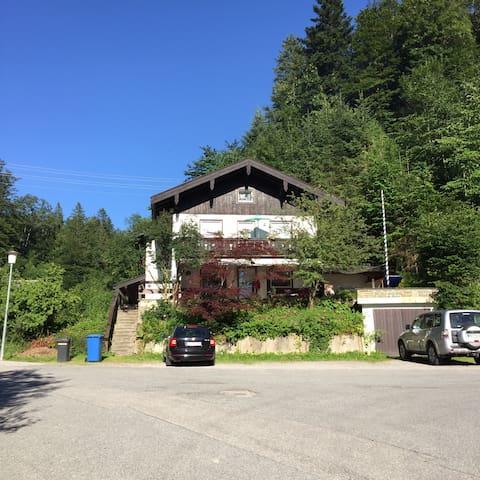 Großzügige Wohnung am Waldrand - Tegernsee - Ev