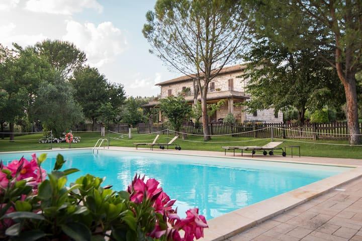 Camera tra Assisi e Spello con piscina