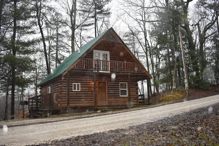 2 BR Cabin w/hot tub, close to Muir Valley & RRG