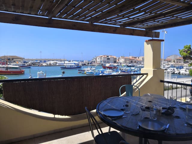Maison de pécheur / terrasse sur le port de Carro