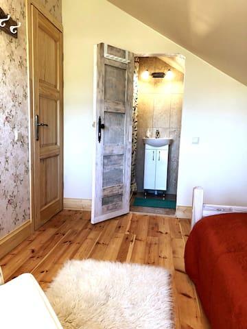 Bedroom & Bathroom No.4