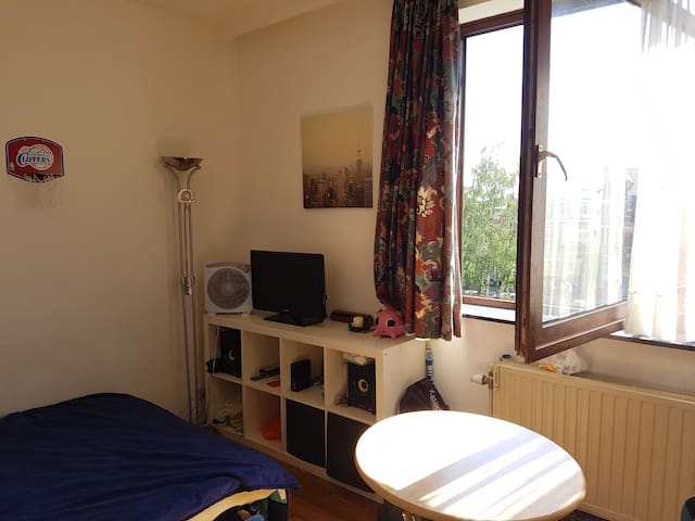 Entire and cosy studio in Brussels - Uccle - Appartement en résidence