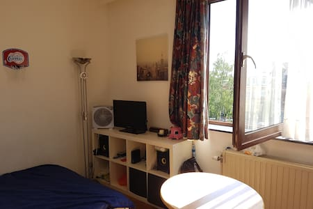 Entire and cosy studio in Brussels - Uccle - Osakehuoneisto