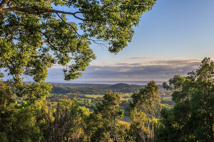 Hinterland Heaven - Forest Retreat w/ Coastal View
