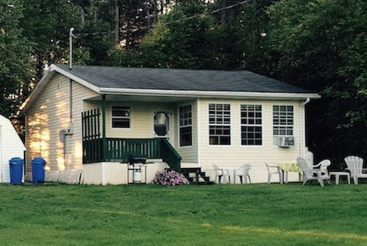 Island Cottage Amongst the Pines - New Glasgow - Kabin