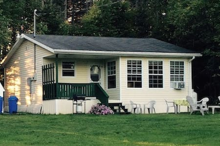 Island Cottage Amongst the Pines - New Glasgow - Hytte