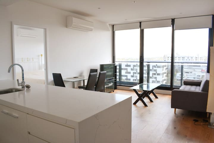 Box Hill Pearl in the Sky: 1Bdr, Ensuite & Wifi