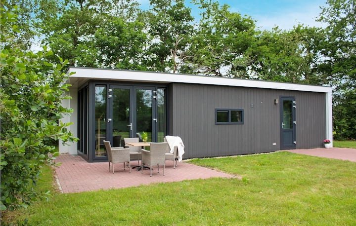 Holiday cottage with 2 bedrooms on 48m² in Oosterwolde