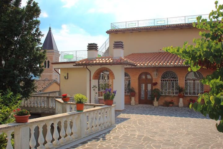 LE TERRAZZE DI GUALDO Rent Rooms - Gualdo Tadino - Bed & Breakfast