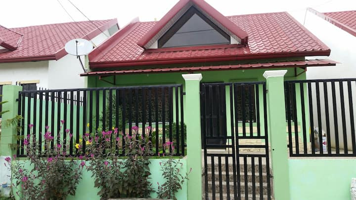 2storey house w/ 2br and 2toilet to STAY