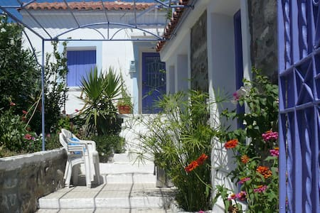 Charming modernised village house - Eresos - House