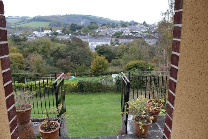 A light and spacious bungalow - Buckfastleigh