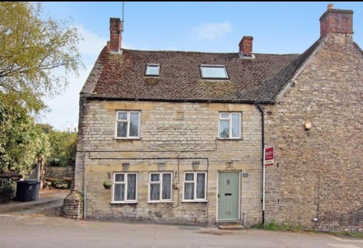 Cozy Cottage in Woodgreen, Witney