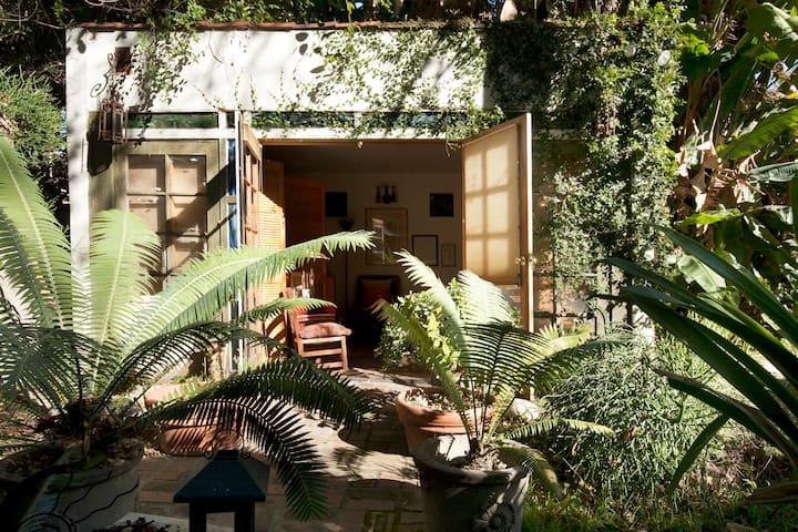 Pasadena Foothills Oasis Art Studio