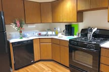 Lower Level Unit: Eat-In Kitchen