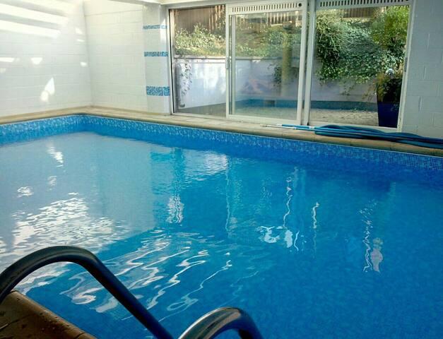 Grande chambre calme+sdb privee +piscine svt dispo