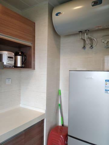 厨房冰箱电热水器