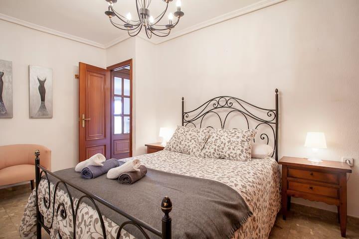 Valencia, Piso céntrico, luz y confort, wifi - València - Appartement