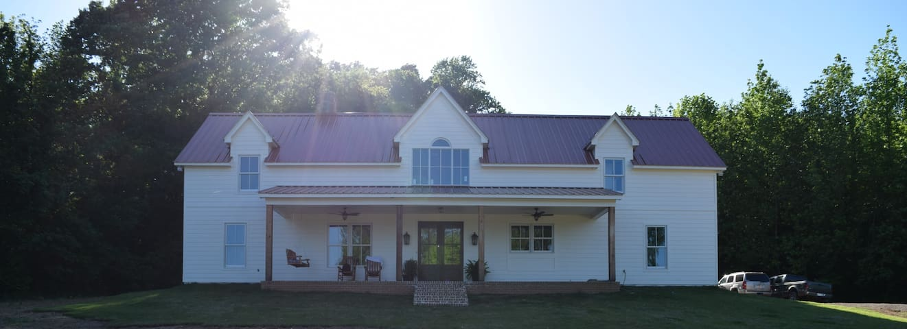 Farmhouse on 33 acres, 18 minutes from Downtown
