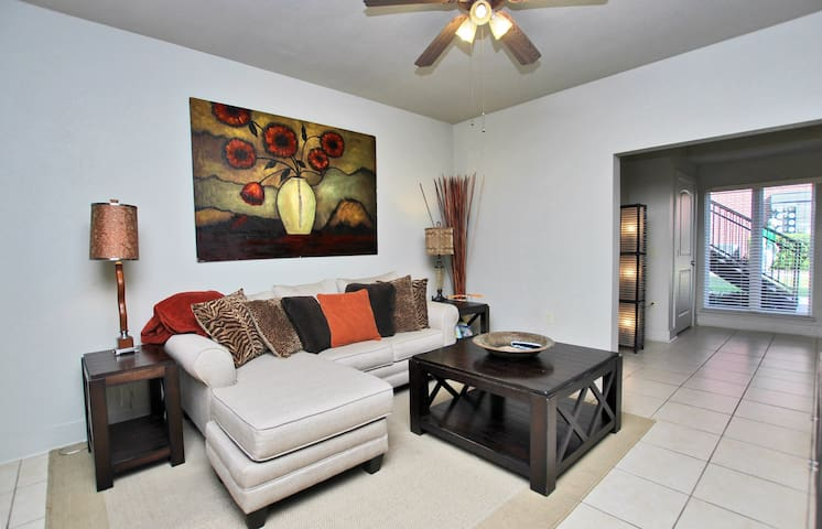 One Club 1102 - Cozy Condo Located on a Gated Golf Course!