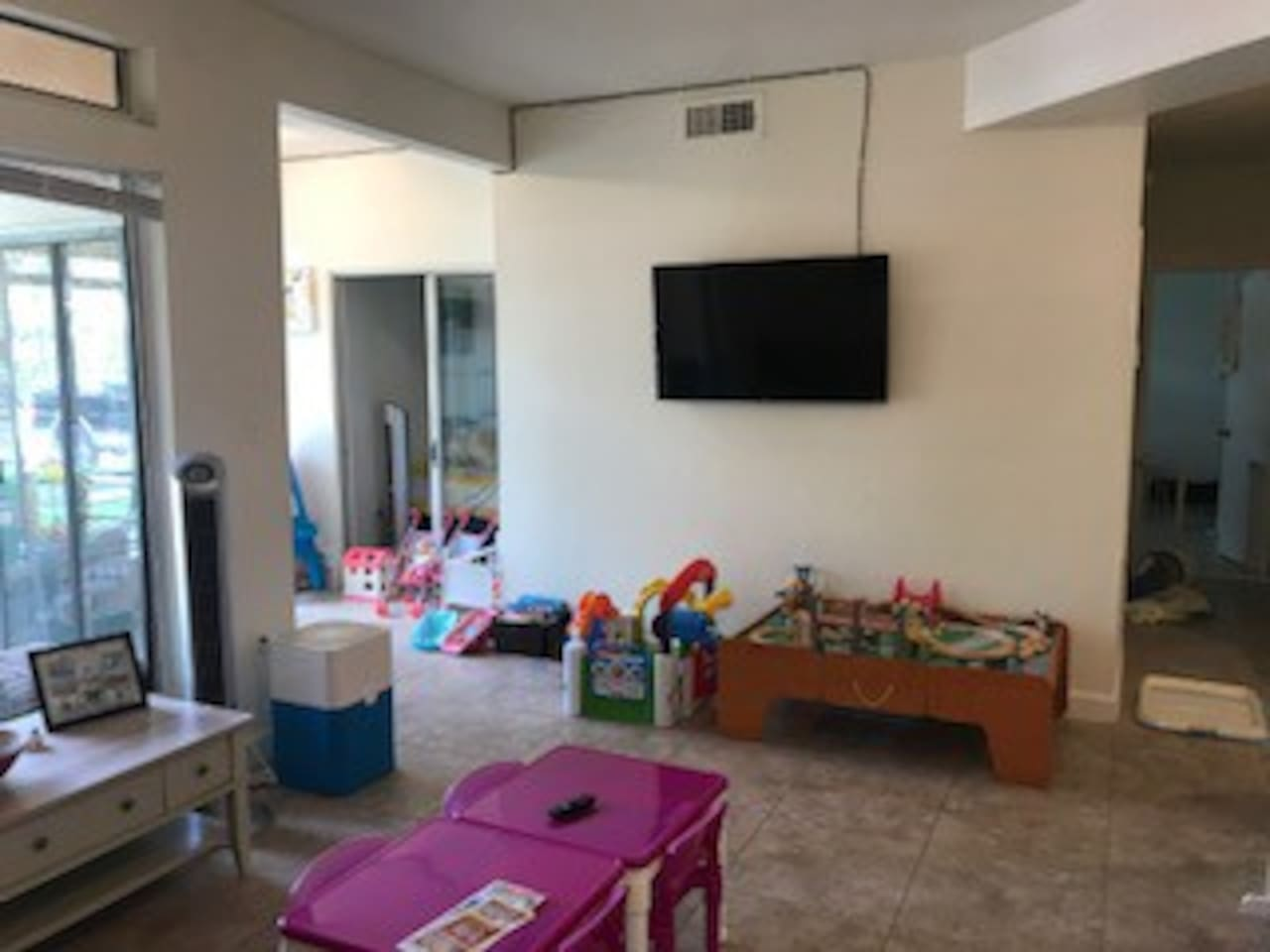 living room, large screen tv