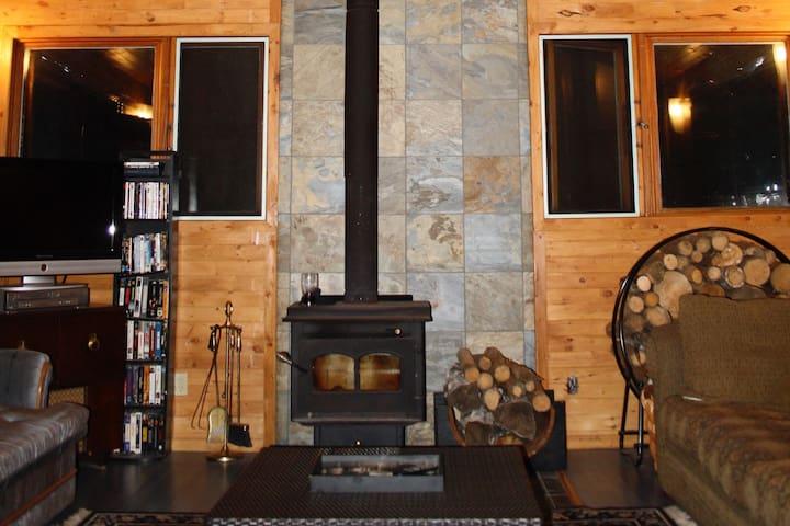 Beautiful Emma Lake Family Cabin
