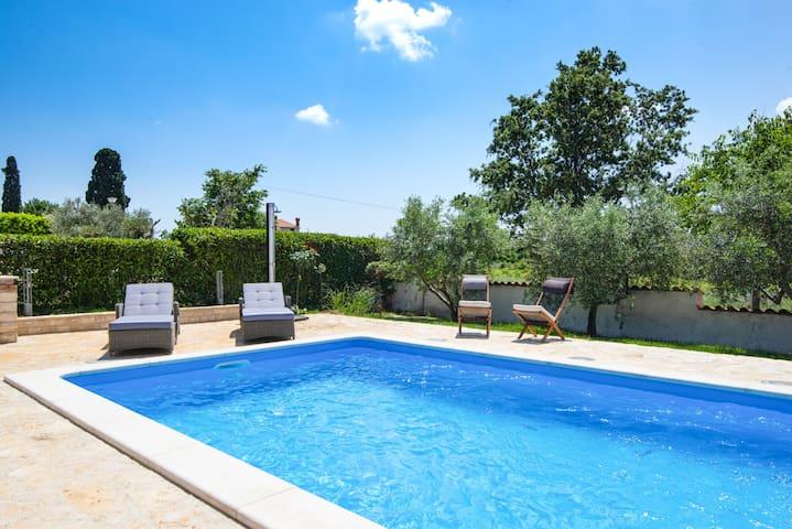 Villa Raj in Istria with 32m2 Pool / Villa Raj in Istrien mit 32m2 Pool