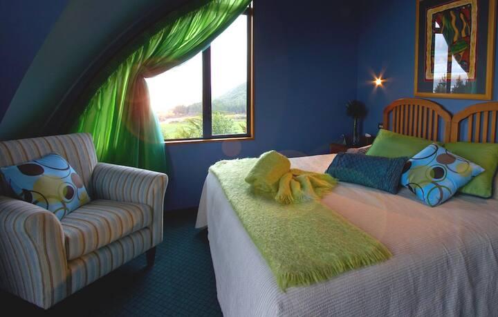Kapitea Lodge near Hokitika - Tasman Room King Bed