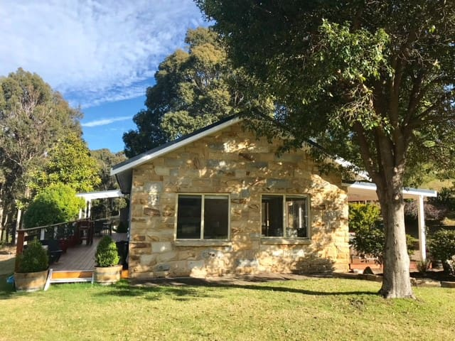 NAROOMA SANDSTONE COTTAGE - Country Serenity!