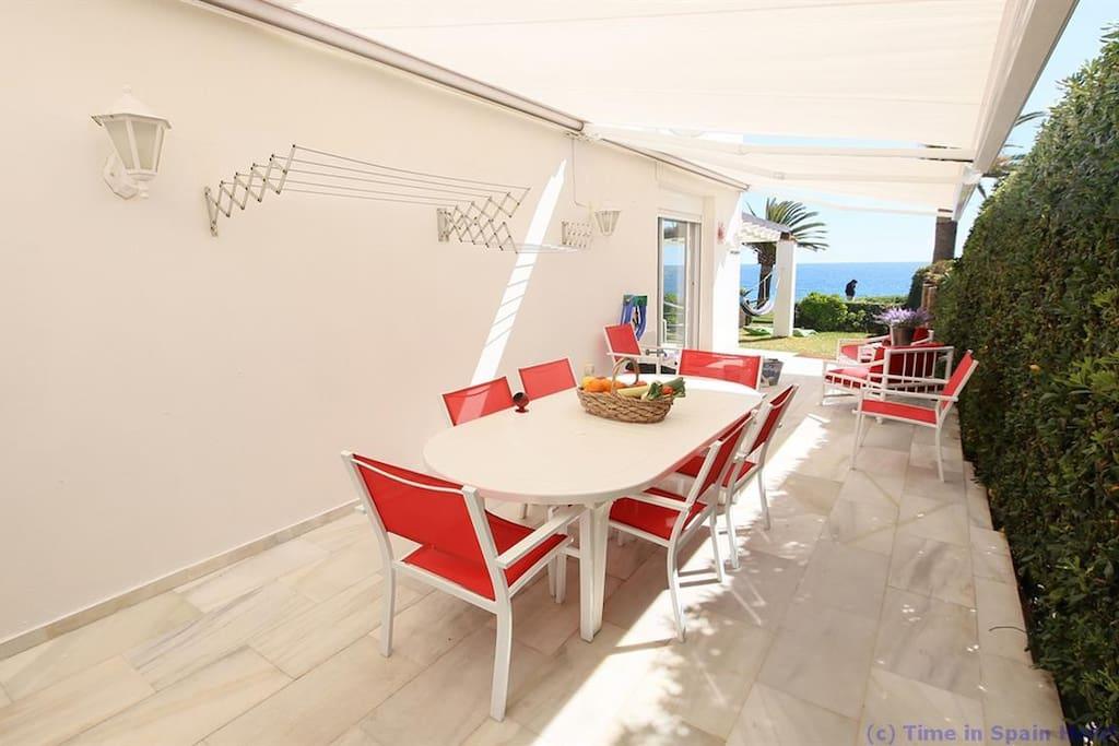 Jardín lateral para desayunos espectaculares!