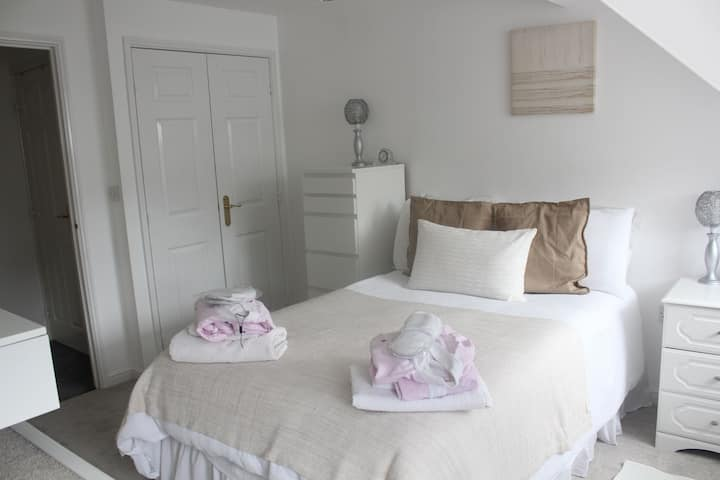 Clean private room in a quiet residential area