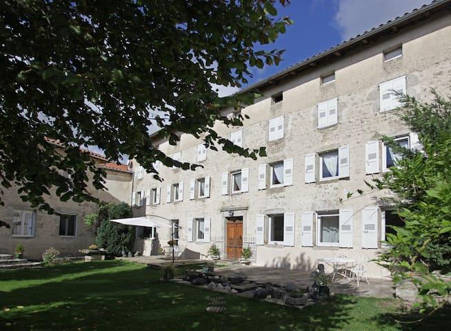 Ancien couvent fin 17ème siècle - Beaune-sur-Arzon - Penzion (B&B)