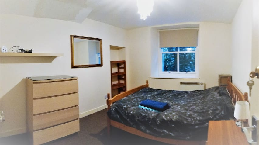 Cute Double Room in City Centre near Train&Airport