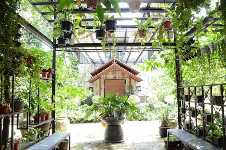 Sekebun Bunga @ Ratu Rening Residency
