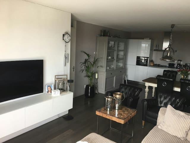 70m2 Apt. Near by the beach and Airport - IJmuiden - Apartment