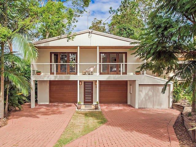 Sunny, Family Friendly Alex Beach House - Alexandra Headland