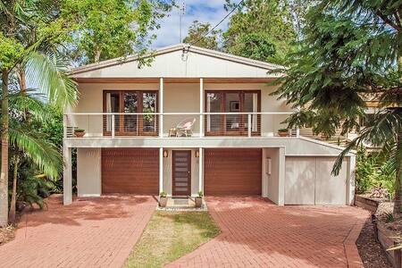 Sunny, Family Friendly Alex Beach House - Alexandra Headland - Rumah