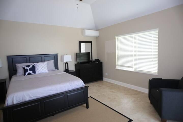 Quiet Studio Apartment