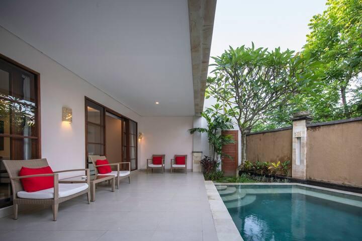 500 meters to beach, Nusa Dua 6 bedroom villa