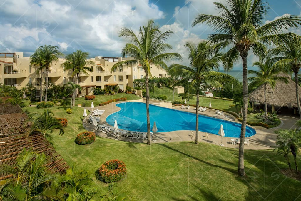 Great  communal space with  pool area , Palapa BBQ .