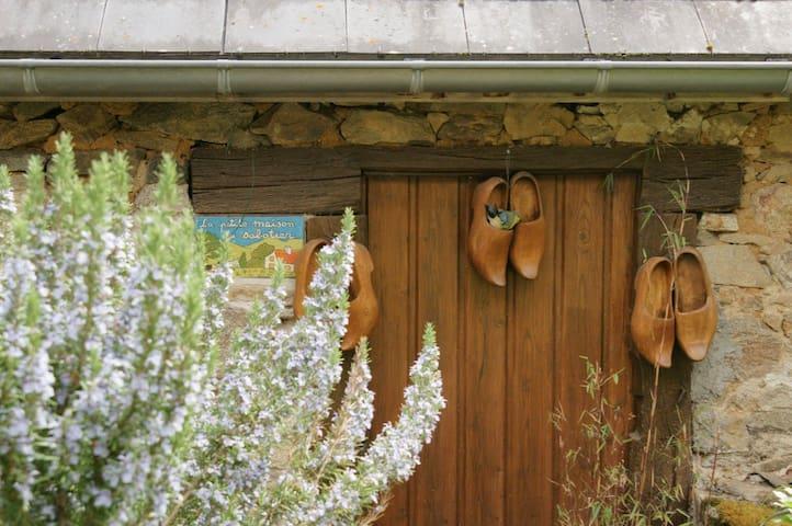 La Petite Maison du Sabotier à Menat