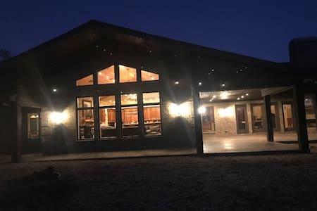 Modern Lodge- Hilltop, serene retreat