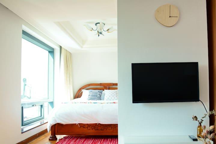 另一獨立床區設計,早起也不打擾睡夢中的旅伴。