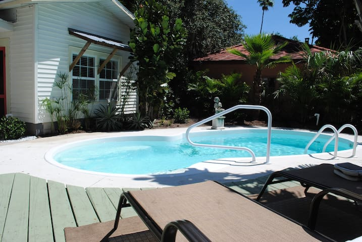 Wow! Private Pool Cottage minutes from downtown!