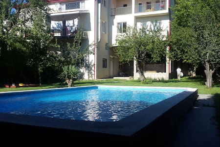 Beautiful House with Swimming Pool - tbilisi - 独立屋