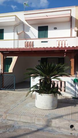 Villetta indipendente a 400mt dal mare - Torre San Giovanni - Wohnung