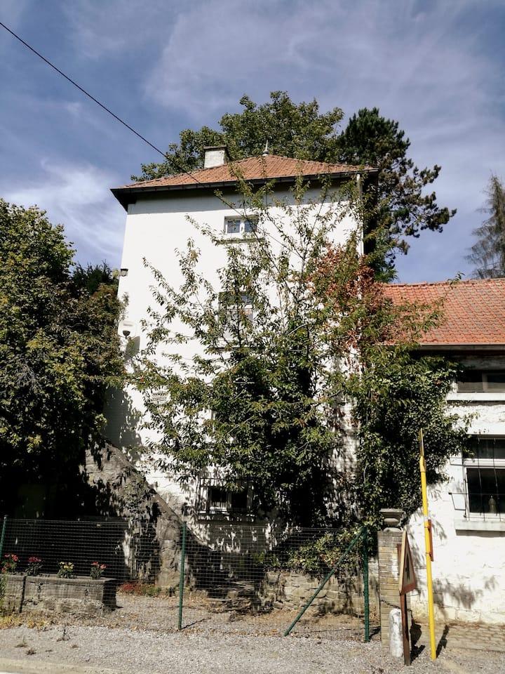La Bugellerie — entrée privée et terrasse
