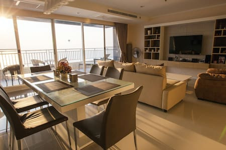 Pattaya Beachfront - Panorama Sea View! (3Beds)