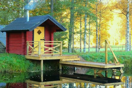 Eriks House, woodsauna, pond, lake, boat, fishing - Holsbybrunn