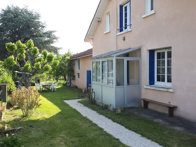"""""""la maison aux volets bleus """""""